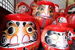 Daruma (Teruhide Tomori) Tags: kyoto japan japon daruma doll toy temple red 達磨 だるま 人形 京都 日本 だるま寺 法輪寺 horinjitemple tradition