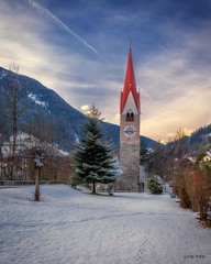 Campo Tures - Valle Aurina (luigi.alesi) Tags: italia italy alto adige sudtirol valle aurina campo tures paesaggio landscape scenery inverno winter snow nwvw chiesa campanile cielo sky nuvole clouds luce light freddo cold fujifilm xt30 raw