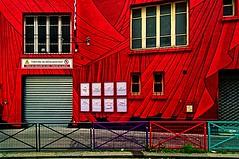 Le Théâtre de Ménilmontant (Edgard.V) Tags: paris parigi architecture arquitectura architectura rouge red rosso vermelho rubio