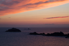 Phare de la Pierre-de-Herpin (Michel Couprie) Tags: europe france bretagne brittany illeetvilaine cancale sea seascape seaside coast côte mer île island phare lighthouse sky ciel leverdesoleil sunrise canon eos couprie