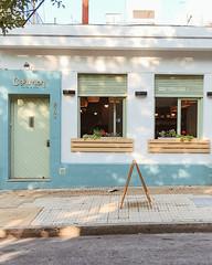 Puertas , ventanas y/o balcones... (Irene Carbonell) Tags: montevideo uruguay uruguaynatural ventanas fachadas