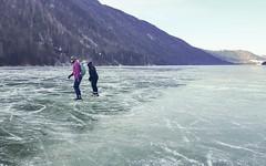 Jolanda en Janny op weg in de kou, Weissensee-oost, 16-1-2020 (Syco Fennema) Tags: oostenrijk karinthië stockenboi