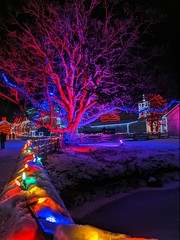 IMG_20200101_175129 (clefq) Tags: smpoole google pixel 2 htc mobile cell phone winter upper canada village light night christmas lights sight dark colors