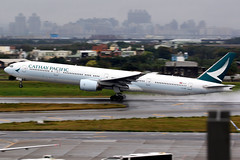Cathay Pacific   Boeing 777-300   B-HNE   Taipei Taoyuan (Dennis HKG) Tags: aircraft airplane airport plane planespotting oneworld canon 7d 100400 taipei taiwan taoyuan rctp tpe cathay cathaypacific cpa cx bhne boeing 777 777300 boeing777 boeing777300