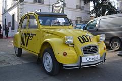 Citroën 2cv 007 1987 (Monde-Auto Passion Photos) Tags: voiture vehicule auto automobile cars citroën 2cv deuche deudeuche ancienne classique collection légende jaune yellow 007 jamesbond bond vente enchère osenat france fontainebleau