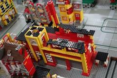 factory_xii (Zeï'Cygaïn) Tags: lego classic town factory administrativetower lindburg assembling