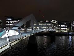 Photo of Tradeston Footbridge (aka the Squiggly Bridge) at night, Glasgow