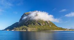 Hurtigruten - was will man/frau mehr (ulrichcziollek) Tags: norwegen hurtigruten schiffsreise berge insel wolken wolke spiegelung spiegelbild