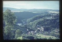 . (Kaïopai°) Tags: vintage tal valley foret forst forest wald dia burg castle burgruine balduinstein burgbalduinstein lahn lahntal