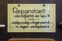 Vakkundig uitgevoerd (Tim Boric) Tags: pootjes pootjesglas bordje biljart reparaties glass sign