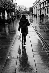 Polka dots (ralcains) Tags: spain españa sevilla seville siviglia andalousia andalucia andalusia blackwhite blancoynegro bw blackandwhite schwarzweis noiretblanc greyscale mirrorless fujifilm x100t calle fotografiadecalle street streetphotography ngc