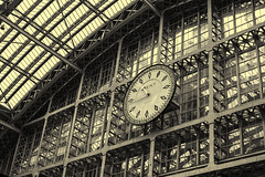 Station Clock 2 (PAJ880) Tags: station clock railway st pancras 1868 scott barlow train shed hall bw mono london uk eurostar international trains