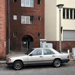 fett vorgefahren *95 (DANNY-MD) Tags: guesswhereberlin rsl auto laterne mercedes ostlampe berlin beleuchtung
