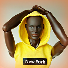 Yellow hoodie (Deejay Bafaroy) Tags: darius dariusreid fashion royalty fr integrity toys doll puppe black artofmanliness manliness convention2019 figure portrait porträt hoodie yellow gelb