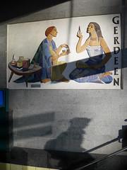 Die Kosmetik. / 24.01.2020 (ben.kaden) Tags: berlin bahnhoffriedrichstrase friedrichstrase werbungderddr gerdeen kunstambau licht 2020 24012020 gertrudtriebs vebgerdeen johannkwederawitsch
