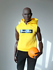 🏀 Do you want to play with me? 🏀 (Deejay Bafaroy) Tags: darius dariusreid fashion royalty fr integrity toys doll puppe black artofmanliness manliness convention 2019 figure portrait porträt hoodie yellow gelb basketball ball