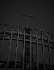 Jefferson Park (Sterling S. Gold) Tags: streetphotography streetphotographer losangeles sunset goldenhour magichour street california blackandwhite blackandwhitephotography monochrome night fence absoluteblackandwhite mono outside
