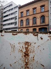 Wenig Rot. / 22.01.2020 (ben.kaden) Tags: berlin tiergarten genthinerstrase rost wenigrot 2020 22012020