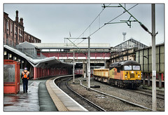 Comings and goings (david.hayes77) Tags: grid class56 freight 56302 cargo buildingmaterials aggregate 2020 crewe cheshire wcml westcoastmainline 6k38 colas colasfreight winter