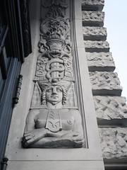 Der Blick, die Schlangen / 24.01.2020 (ben.kaden) Tags: berlin berlinmitte französischestrase relief kunstambau baugebundenekunst 2020 24012020