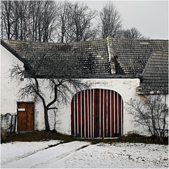 Closed (pixel_unikat) Tags: door roof winter red snow cold farmhouse austria stripes waldviertel loweraustria white harmannstein