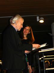Künstler Timm Ulrichs bei der Entgegennahme des Kollwitzpreises (flohserver) Tags: tim ulrichs kpllwitzpreis berlin adk akademie der künste