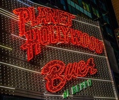 New York City, Times Square (goessmuehle) Tags: party usa ny newyork restaurant essen timessquare neonsign planethollywood buccadibeppo amerika nachtleben leuchtreklame food
