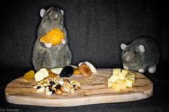 Lasst es Euch schmecken --- Enjoy your meal (der Sekretär) Tags: ananas apfel aprikose birne birnen brettchen cashew cashewkerne essen frucht früchte frühstücksbrett haselnüsse holz kuscheltier käse lebensmittel nahrungsmittel nuss nüsse obst olive pflaume plüschtier ratte rosienen spielzeug studentenfutter trockenfrucht trockenfrüchte trockenobst walnuss zwetschge apple apricot board cheese cuddlytoy damson driedfruit food foodstuff fruit fruits getrocknet hazel hazelnut nut nuts nutsandraisins pear pears plum raisins rat softtoy stuffedtoy toy walnut wood woodenboard