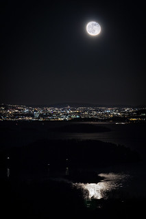 The moon and Oslo (2)