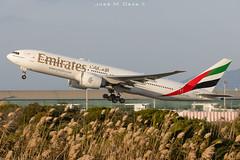 Emirates B777-21HLR A6-EWJ (José M. Deza) Tags: 20200102 a6ewj b77721hlr bcn boeing elprat emirates lebl planespotting spotter aircraft
