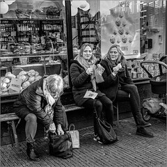 Happy meringues (John Riper) Tags: johnriper street photography straatfotografie square vierkant bw black white zwartwit mono monochrome netherlands candid john riper xt3 fujifilm utrecht stach zadelstraat xf 1024 people women ladies meringues smile shop window reflection