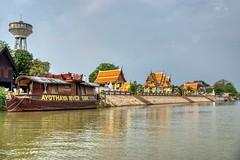 Wat Kasattrathirat Worawihan by the Chao Phraya river in Ayutthaya, Thailand (UweBKK (α 77 on )) Tags: ayutthaya province thailand southeast asia sony alpha 77 slt dslr chao phraya river water flow stream wat kasattrathirat worawihan boat