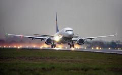Dark and damp Ryanair (Capturedstates) Tags: ryanair 737 southend