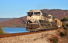 NS 735 (CSX Z338-24) at Nickajack Lake (James Patrick Kolwyck) Tags: ns 735 csx z338 bnsf railway railroad emd sd70mac executive nickajack lake tn tennessee railfan photography coal