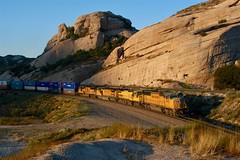 Sullivan's Curve at Dawn (sd39u1556) Tags: up unionpacific nikon sd70m train california cajon sullivans pass intermodal railfan railroading
