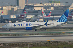 United Airlines New Global Evolution Livery 737-924 (N37298) - LAX Taxiway H  (1) (hsckcwong) Tags: unitedairlines newunitedglobalevolutionlivery n37298 737824 737800 klax lax