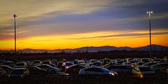 Arrivée matinale, dos tourné à l'aéroport de Vladivostok (8pl) Tags: parking voitures montagnes matin lever de soleil leverdesoleil vladivostok russie couleurs aube taxis