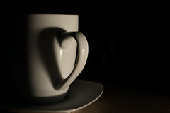 Dearest Coffeecup (Gorky1985) Tags: coffee cup heart herz schatten shadow form shape nikon nikkor d5300 goran cosic low light flash one love liebe