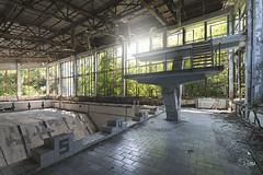 Aujourd'hui c'est piscine couverte... à Pripiat! (www.jeanpierrerieu.fr) Tags: wwwjeanpierrerieufr nikon d610 decay abandonné abandoned exploration urban urbex urbaine forgotten friche forbidden piscine swimmingpool prypiat pripiat tchernobyl chernobyl nucleaire nuclear