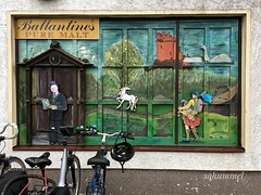 Unterwegs in Schottland - Scotland (Sockenhummel) Tags: whisky einhorn laden shop display geschäft market bigmarket schaufenster berlin britz spirituosen getränkemarkt ballantines unicorn theunicorn malt