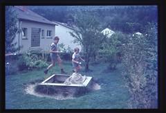 . (Kaïopai°) Tags: kinderspiel spiel playing game eierlaufen garten vintage 1960er 1960s sandkasten kinder boys children kindheit childhood