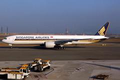 Singapore Airlines   Boeing 777-300ER   9V-SWE   Hong Kong International (Dennis HKG) Tags: aircraft airplane airport plane planespotting staralliance canon 7d 24105 hongkong cheklapkok vhhh hkg singaporeairlines singapore sia sq 9vswe boeing 777 777300 boeing777 boeing777300 777300er boeing777300er