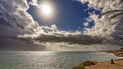 Lluvia en horizonte (Fotgrafo-robby25) Tags: alicante costablanca lluvia marmediterráneo nubes sol sonyilce7rm3 torredelahoradada