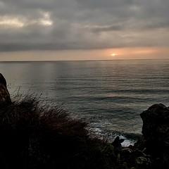 Tímid i avergonyit   -   Shy and ashamed (Miquel Lleixà Mora) Tags: sea sunset sun sunrise mar ombres shadow landscape paisatge sol