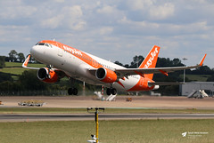 G-EZGX Airbus A.320-214, easyJet, Bristol Airport, Lulsgate Bottom, Somerset (Kev Slade Too) Tags: gezgx airbus a320 easyjet u26139 ezy42px runway27 eggd bristolairport lulsgatebottom somerset