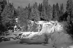 Gooseberry Falls Upper Falls 20200104-GKA01089-2 (Sandhill Pictures) Tags: winter snow trees river falls waterfalls minnesota statepark gooseberryfalls frozen sony a7riiizeiss batis batis225
