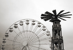 Rotations (Atreides59) Tags: arras urban urbain grande roue marché noel noël ciel sky nuages clouds black white bw blackandwhite noir blanc nb noiretblanc pentax k30 k 30 pentaxart atreides atreides59 cedriclafrance