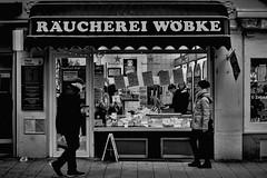 Seafood (michaelhertel) Tags: sw bw mono monochrome peple street streetphotograpie travemünde germany deutschland fuji fujifilm fujifilmxe3 pentax pentaxsmc3535 pentax35