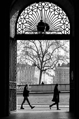 Lyon... en passant #1 (OMM.photographie) Tags: people street lyon france bw bnw monochrome canon eos canoneosm3 noiretblanc blackandwhite onlylyon blacknwhite blackwhite noirblanc canonm3 streetpeople city town canonm3eos