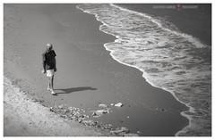 Pensieri di battigia (GP Camera) Tags: sea man beach walking mare shoreline wave uomo thoughts pensieri spiaggia cammino battigia nikond80 nikonafsdx1855mmf3556gvr focus solitude shades silence foam vignetting viewpoint onda silenzio solitudine schiuma sfumature puntodivista messaafuoco bw monochrome monocromo minimal biancoenero minimale summer estate view perspective veduta prospettiva shadow sand ombra sabbia italy italia gimp opensource marche adriaticsea freesoftware whiteframe digitalprocessing mareadriatico softwarelibero cornicebianca darktable elaborazionedigitale stones pietre